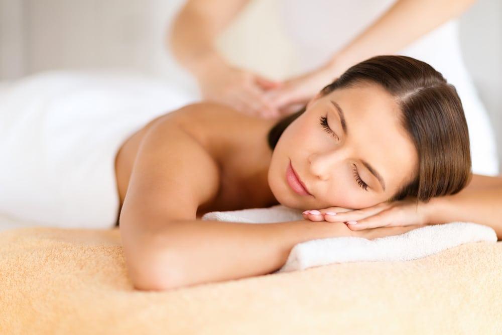 woman getting massage sahuarita